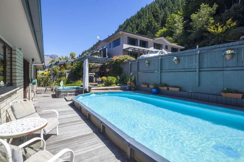 Neuseeland Rundreise, Queenstown, Coronet View Deluxe B&B and Apartments, Pool